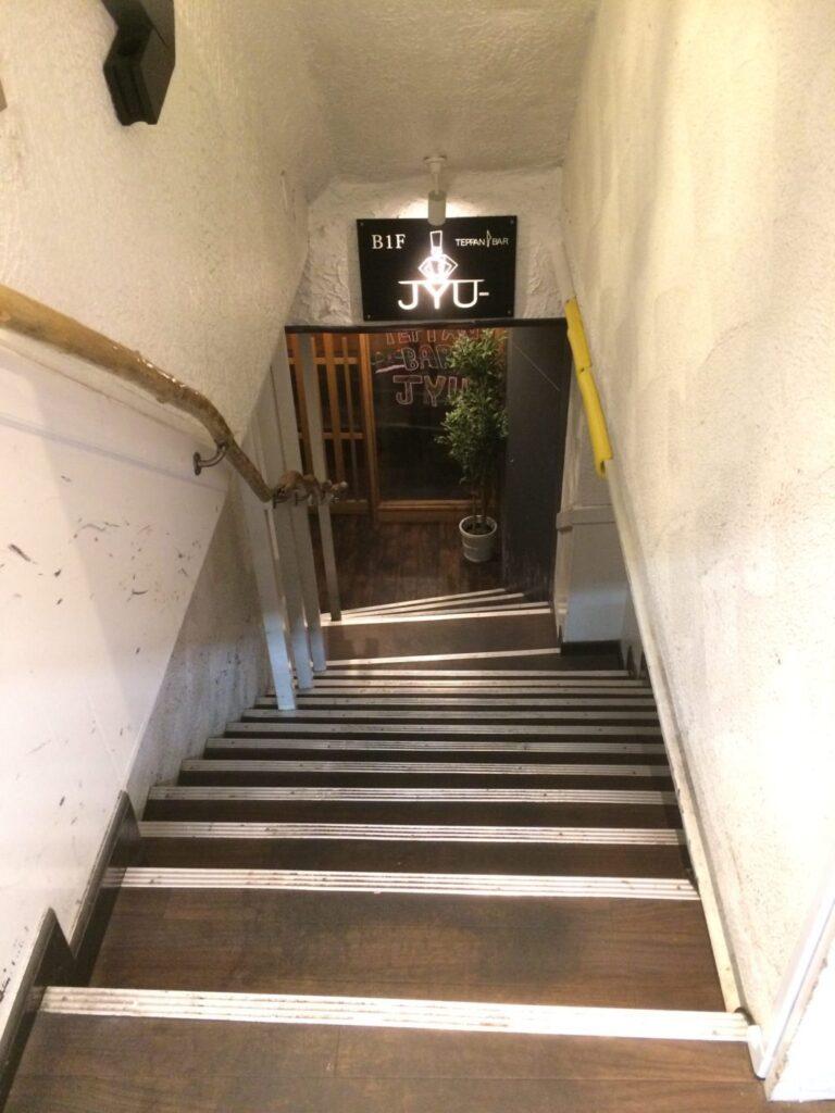 鉄板バル 外階段