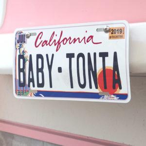 ナンバープレートが『BABY TONTA』